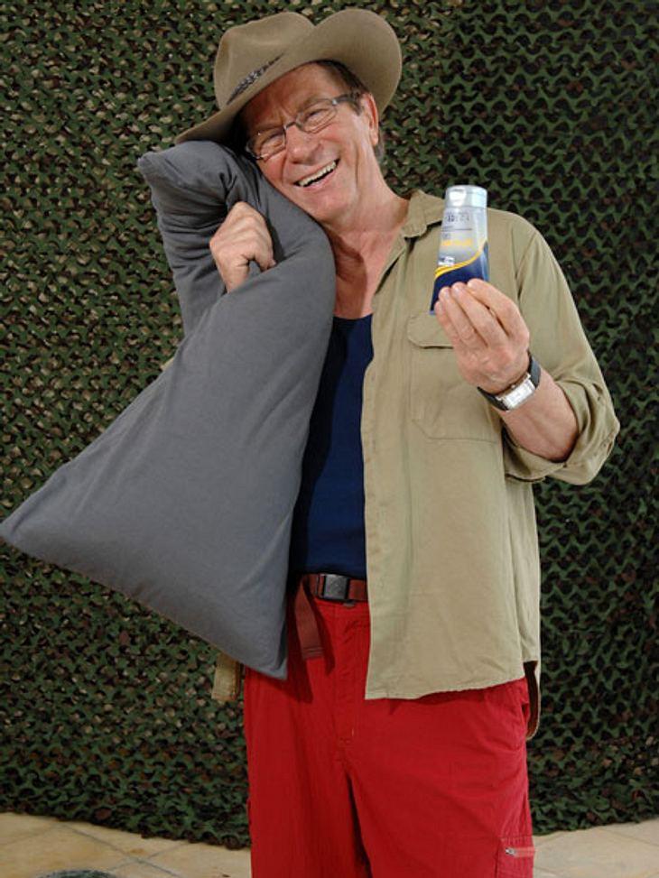 Dschungelcamp 2013 - die Luxusgegenstände,Dagobert nimmt ein Kopfkissen und Haargel mit ins Camp.