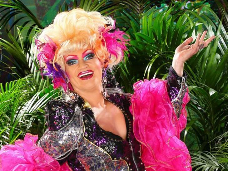 """Ohne Olivia Jones wäre das """"Dschungelcamp"""" langweilig!Sie ist Tratschtante, Camp-Mutti und Paradiesvogel in Personalunion. Keine Frage: Olivia Jones (43) buchstäblich bringt Farbe ins """"Dschungelcamp""""! Die schrille Drag Q"""