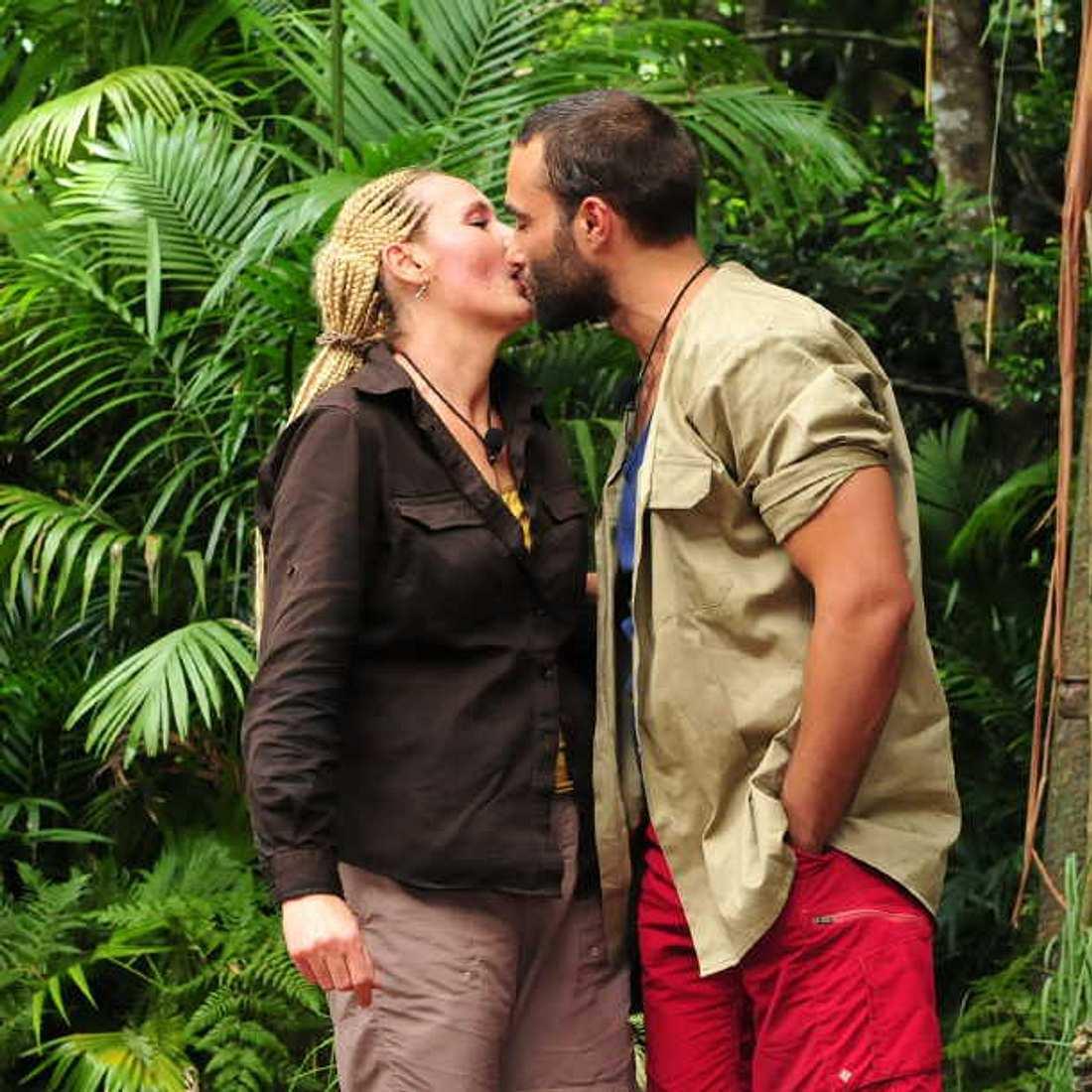 Helena Fürst und David Ortega: Erster Kuss im Dschungelcamp!