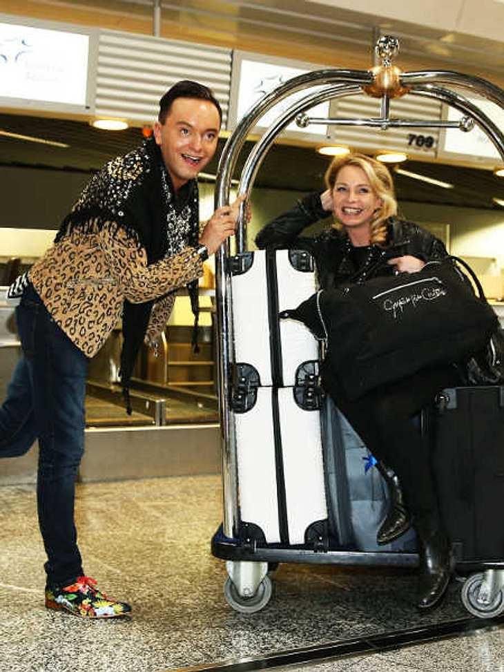 Abflug! Die Kandidaten des Dschungelcamp sind schon im Flugzeug nach Australien.