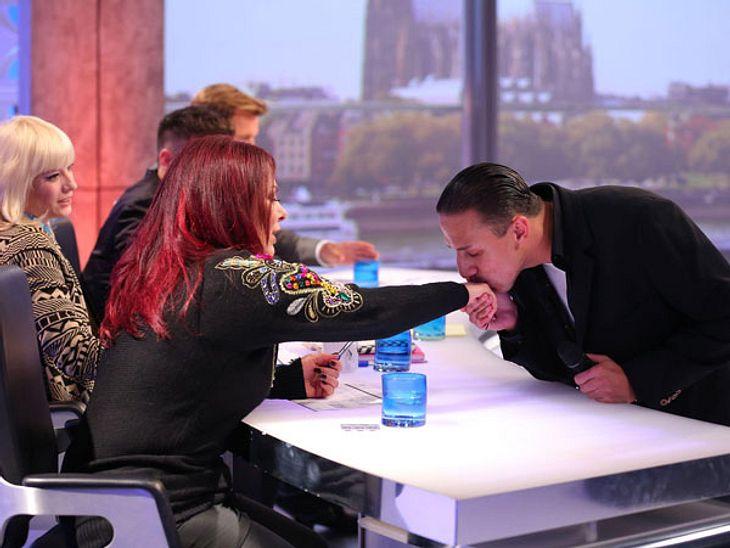 DSDS 2014 - Die ersten Fotos der neuen KandidatenMarcello Held (26) aus Wien verabschiedet sich mit einem Handkuss von Jurymitglied Marianne Rosenberg.