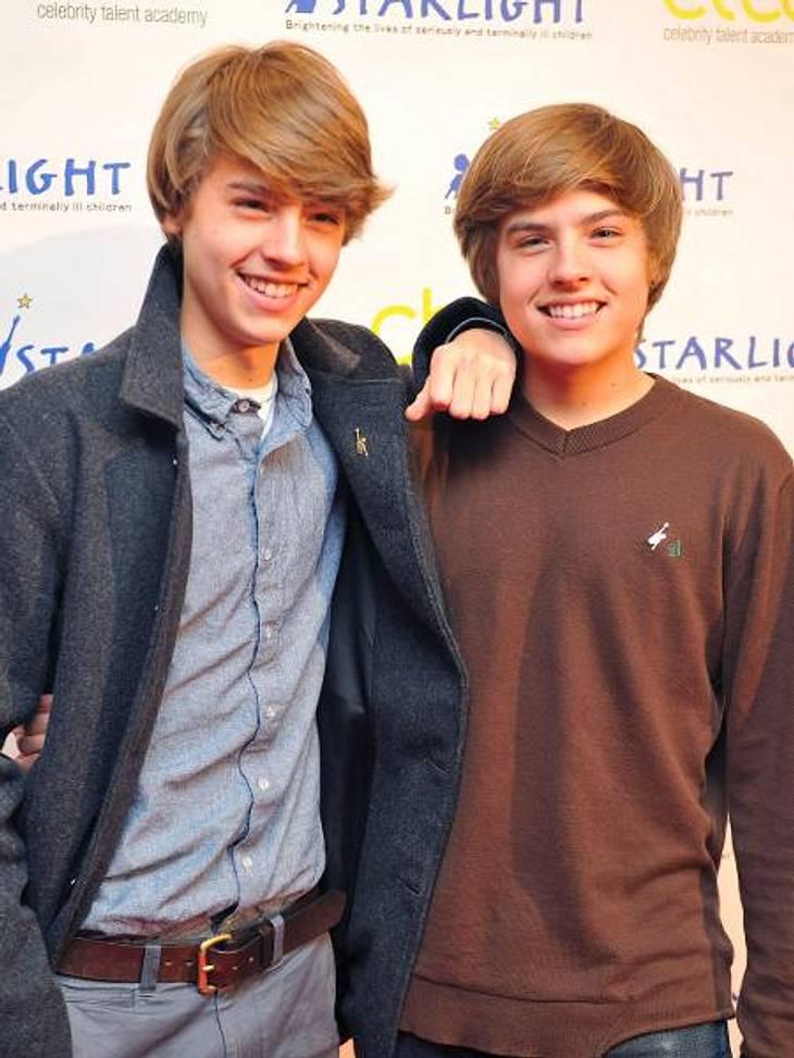 """Millionäre bis 20: Diese Teen-Stars verdienen am bestenDie eineiigen Zwillinge Cole und Dylan Sprouse (20) haben als zuckersüße Hauptdarsteller in der Disney-Serie """"Hotel Zack & Cody"""" 20.000 Dollar pro Folge eingestrichen. Ihr"""