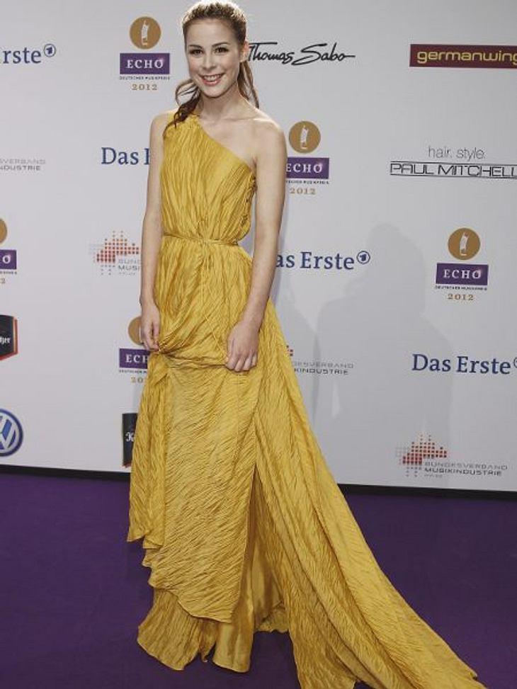 Echo 2012 - Crazy FashionOmas Gardine: Genau die hat Lena Meyer-Landrut (20) vernäht und dieses nicht wirklich schöne Kleid ist dabei entstanden. Wo ist Dein Style geblieben?