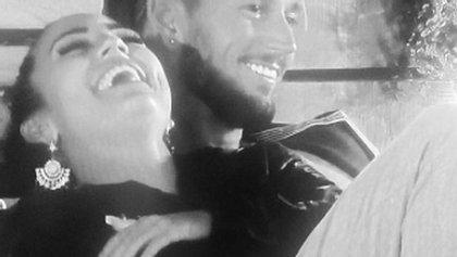 Jetzt sind Elena und Mike ein Paar!