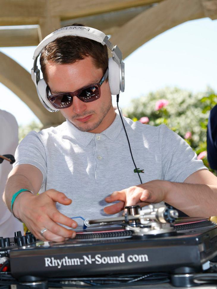 Elijah Wood heizt als DJ beim Coachella-Festival ein.