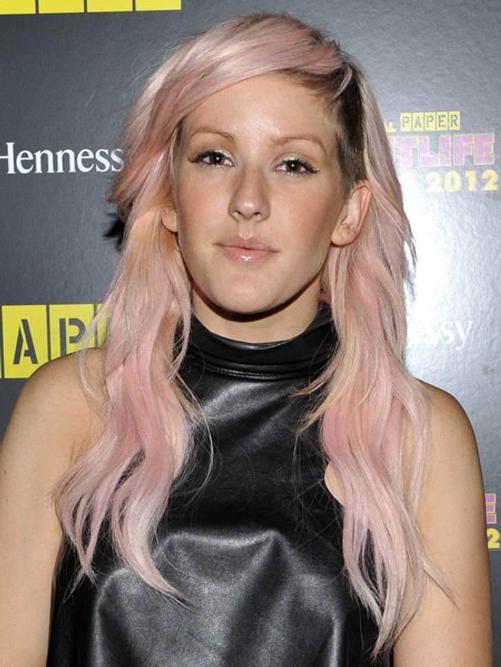 Buntlöckchen - Die Stars setzen auf bunte HaareRosa, die Dritte. Sängerin Ellie Goulding (25) verpasste ihrem kompletten Haar einen Hauch Rosa. Durch ihr Styling wirkt das aber nicht kitschig, sondern ziemlich cool.