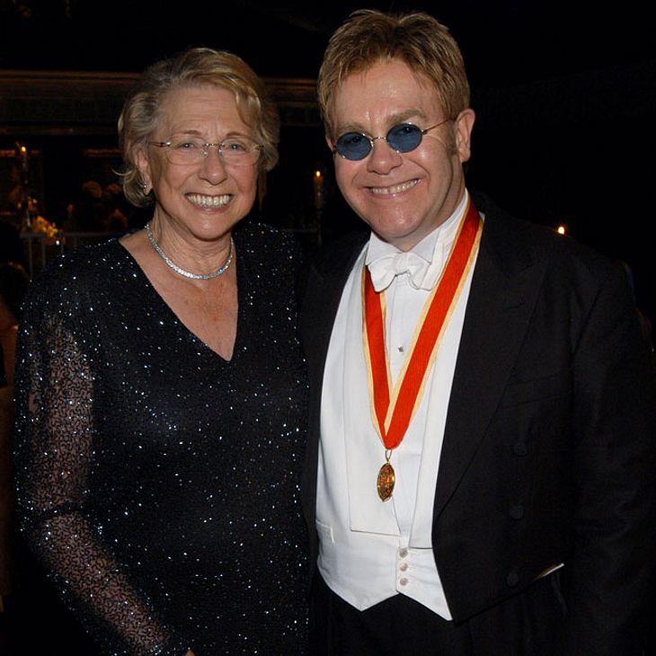 Elton John trauert auf Instagram um seine Mutter Sheila