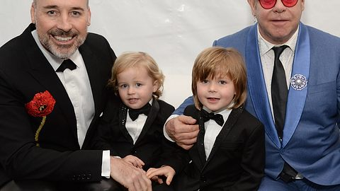 Elton John will seinen Söhnen etwas beibringen - Foto: GettyImages/Michael Kovac