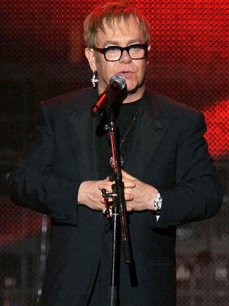 Die Macken der StarsAngst vor SchneeFrühling, Sommer, Herbst und - igittigitt - WINTER! Weltstar Elton John (65) kann Schnee nicht ausstehen. Er habe eine regelrechte Phobie, wenn es um die weiße Pampe gehe, gestand er mal. Denn sie erinner