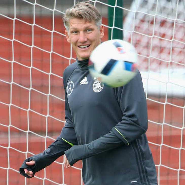 EM 2016: Wird Bastian Schweinsteiger gegen Nordirland eingesetzt?