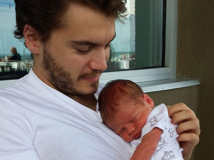 Was für ein süßes Knautschgesicht! Emile Hirsch zeigt seinen kleinen Sohn Valor - und der ist auf dem Foto gerade mal zwei Tage alt.