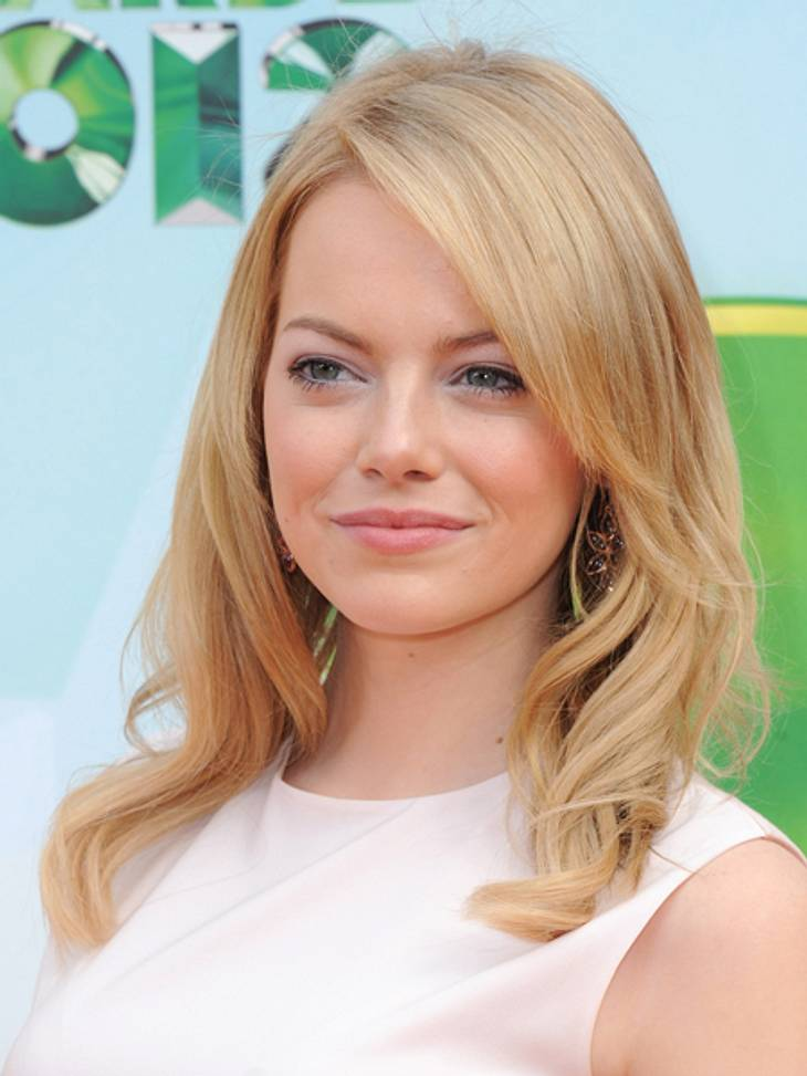 Der extravagante Look von Emma StoneLocker fallendes blondes Haar und dezentes Make-up komplettierten den Look.