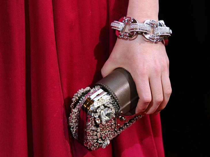 Der extravagante Look von Emma Stone... von Louis Vuitton. Dieser durfte, wie auch die Clutch, klotzen statt kleckern.