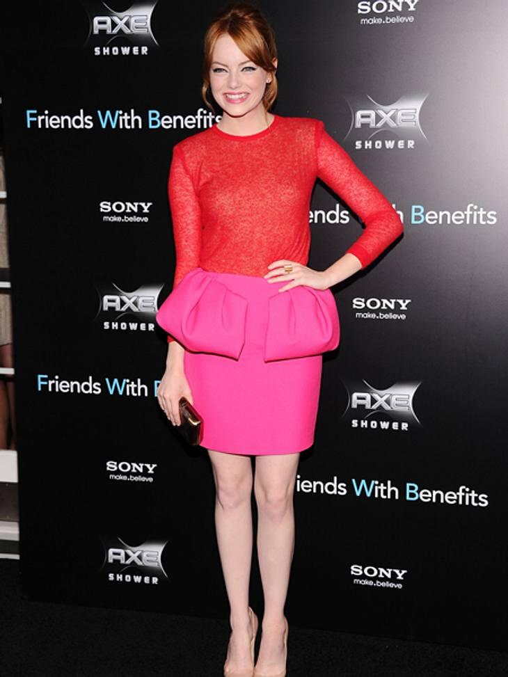 Der extravagante Look von Emma StoneRot und Pink passen nicht zusammen? Tja, Emma Stone beweist in diesem Kleid mit Schößchen von Giambattista Valli wohl das Gegenteil.