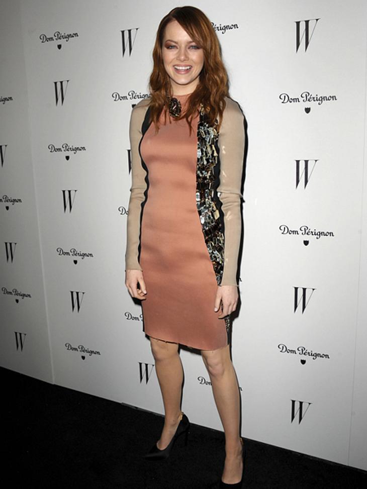 Der extravagante Look von Emma StoneLanvin ist ganz eindeutig das Lieblingslabel von Emma Stone. Das Highlight dieses Kleides ist eine aus Swarovski-Kristallen bestehende Schlange, die sich von der Seite bis zum Nacken zieht.