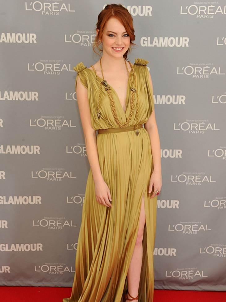 Der extravagante Look von Emma StoneWie eine griechische Göttin wirkt die Schauspielerin in dieser goldenen Robe von, ja natürlich, Lanvin.