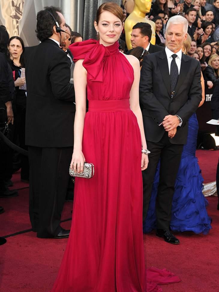 Der extravagante Look von Emma StoneEin glänzender Auftritt gelang Emma Stone bei der Oscars 2012 in dieser atemberaubenden Robe mit großer Schleife von Giambattista Valli. Dazu trug sie Schmuck...
