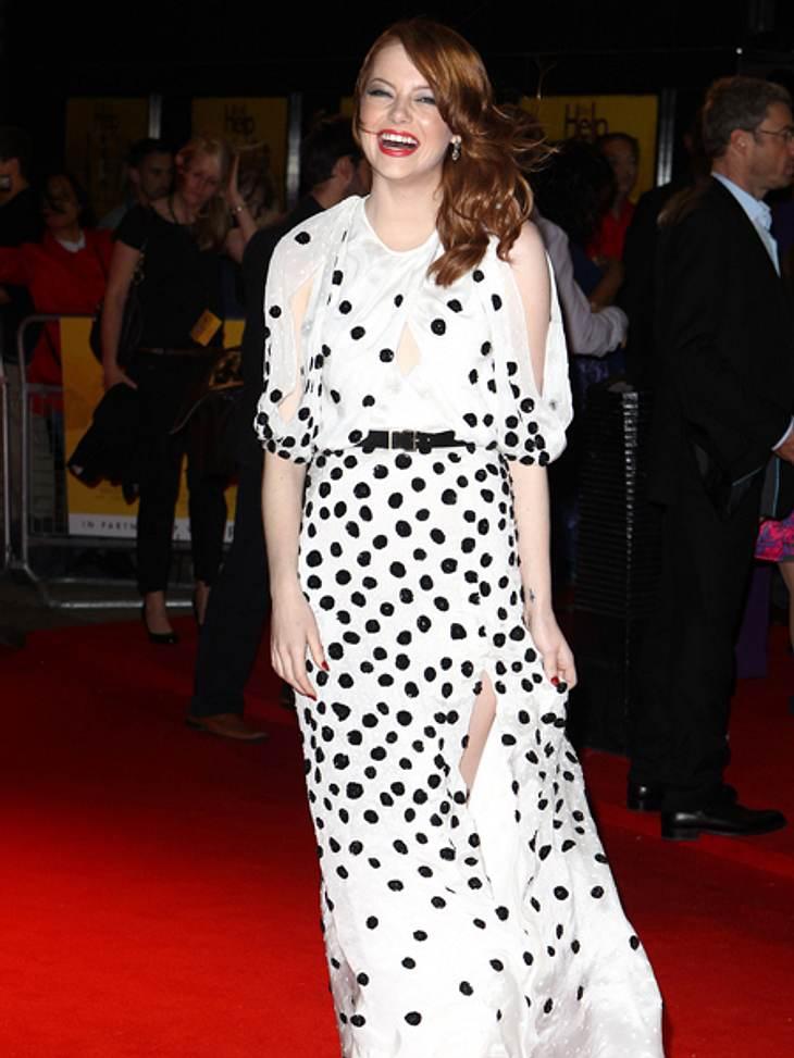 Der extravagante Look von Emma StoneVerspielt, luftig und gleichzeitig elegant kommt dieses schwarz gepunktete Kleid daher.