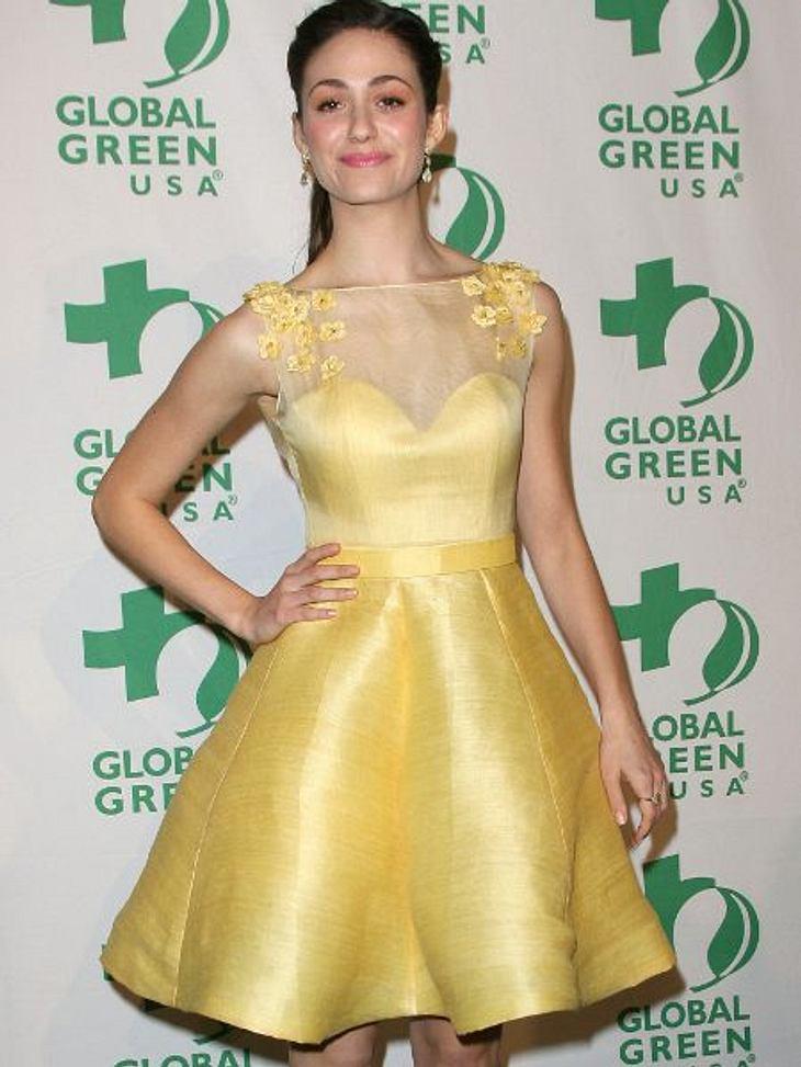 Star-Style: GelbEmmy Rossum (25) in einer sehr mutigen gelben Robe. Blümchen, Herzchenausschnitt, Chiffon - sind fast ein bisschen zu süß.