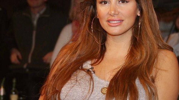 Enissa Amani zeigt sich von ihrer sexy Seite - Foto: WENN.com