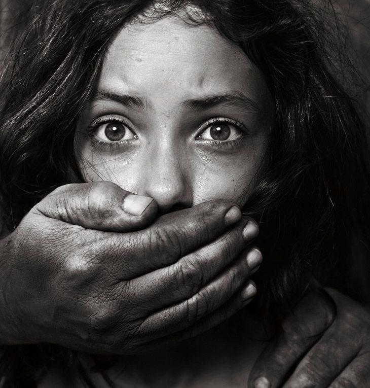 Frau konnte sich erst nach 19 Jahren von ihrem Entführer befreien