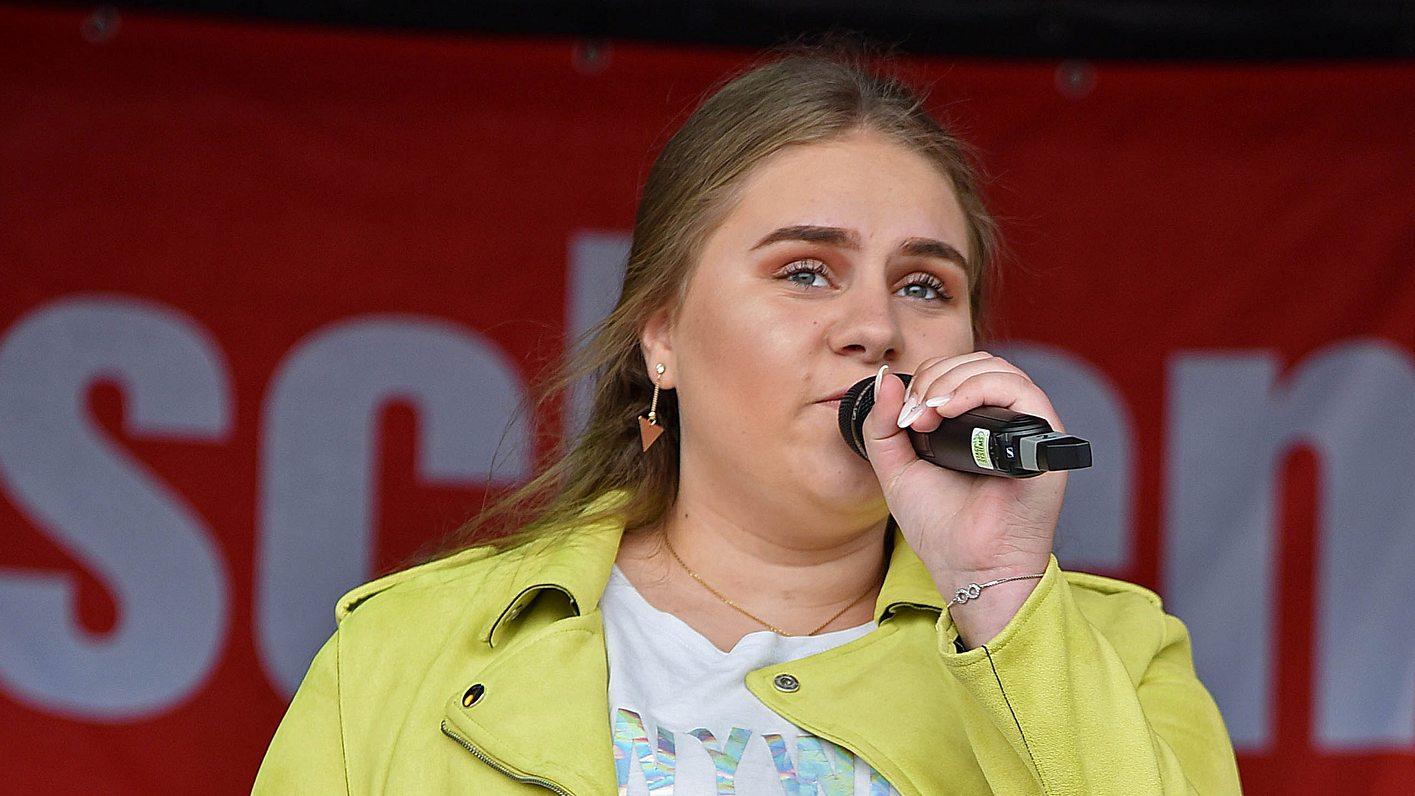 Estefania Wollny beim Auftritt 2019