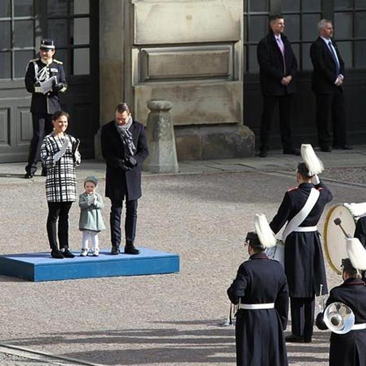 Prinzessin Estelle bezaubert das Volk.