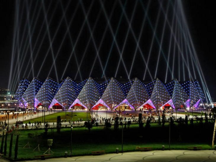 Eurovision Song Contest 2012: Highlights,Die KulisseNicht nur die Sänger müssen gewürdigt werden, auch die Kulisse war ein echtes Highlight. Die Halle, die aus der Feder eines deutschen Star-Architekten stammt, leuchtete in den jeweiligen N