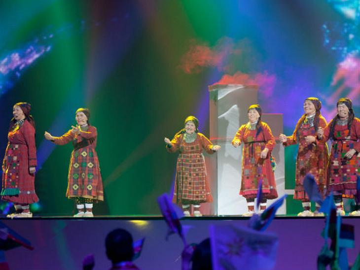 Eurovision Song Contest 2012: Highlights,RusslandWir lieben die russischen Omas! Buranowski Babuschki, sechs kleine russische Großmütter, entzückten ganz Europa. Platz 2, obwohl das Gesangstalent eher mäßig war. Dennoch: Wenn die in Trachte