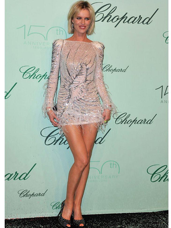 Zwei Stars, ein Kleid: Diese Stars tragen die gleichen Klamotten!Der Look von Eva Herzigova:...dieses Dress ist einfach zu kurz für die ellenlangen Beine des Topmodels!