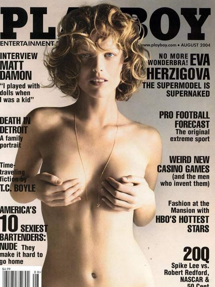 Topmodel Eva Herzigova stellt ihre Weiblichkeit auf eine sehr natürliche und romantische Weise auf dem Cover des amerikanischen Playboys 2004 dar.Eine sehr erfolgreiche Ausgabe mit einem der bekanntesten Models aller Zeiten.