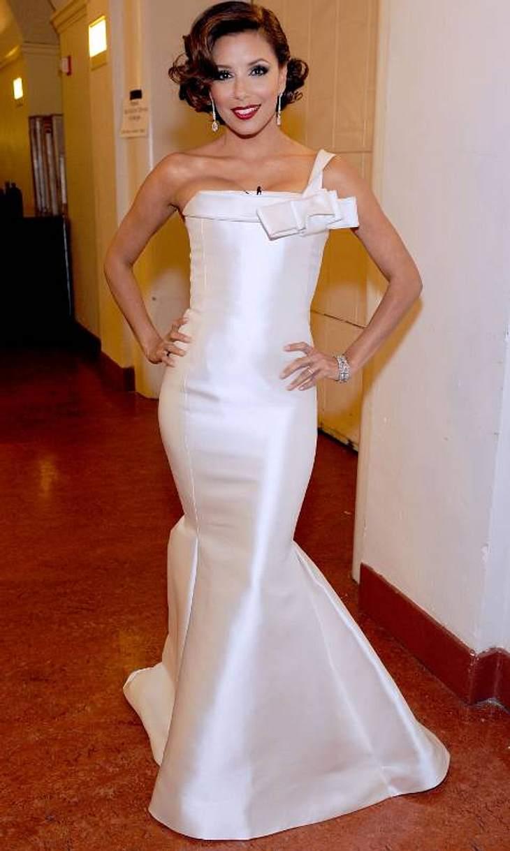 Die Luxus-Ballkleider der StarsAuch  Eva steht auf Weiß: Kein Wunder solche Kleider bringen ihre tolle Hautfarbe besonders gut zur Geltung.