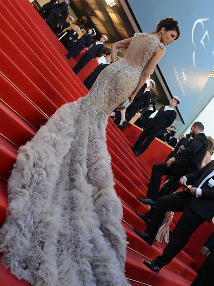 Cannes 2012Zumindest beim Treppensteigen ging alles glatt - und die Fotografen liebten Eva Longoria am Eröffnungstag in Cannes 2012.