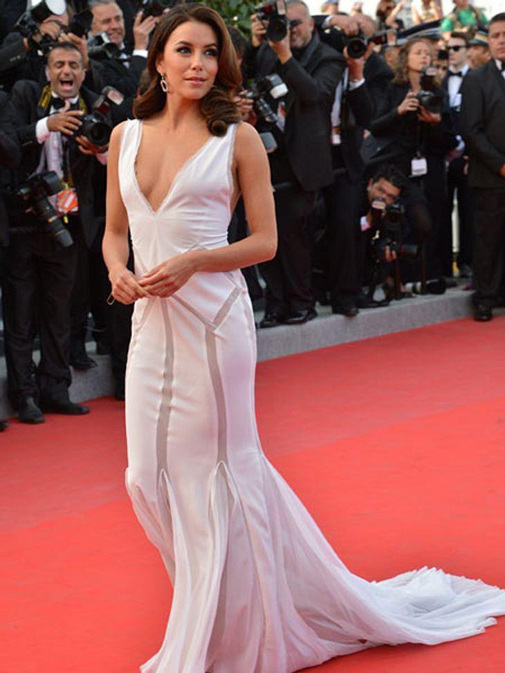 Cannes 2012Für die folgenden Premieren suchte sich Eva Longoria auf jeden Fall etwas unkompliziertere Kleider aus. Die auch ohne Hilfe toll aussahen...