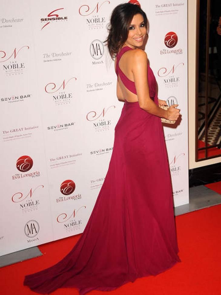"""Die heißen Partykleider der StarsDer Klassiker: Eva Longoria in einem roten Schleppenkleid bei der """"Noble Gift Gala"""" in London."""
