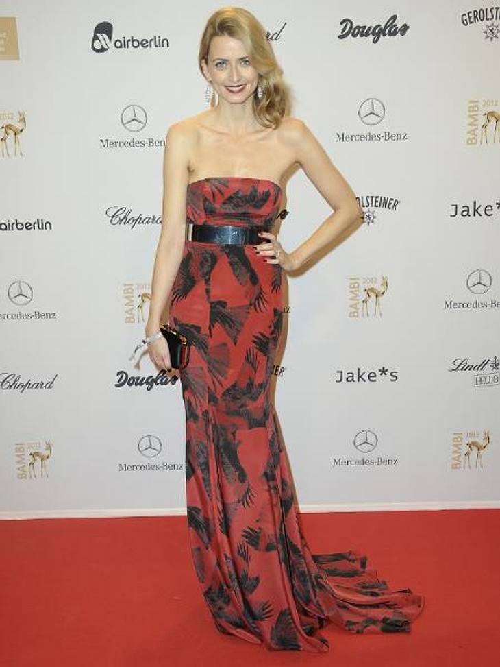 Bambi 2012 - Die Looks der StarsModel Eva Padberg (32) bewies, dass sie sich in Haute Couture so wohlfühlt wie andere im Jogging-Anzug.