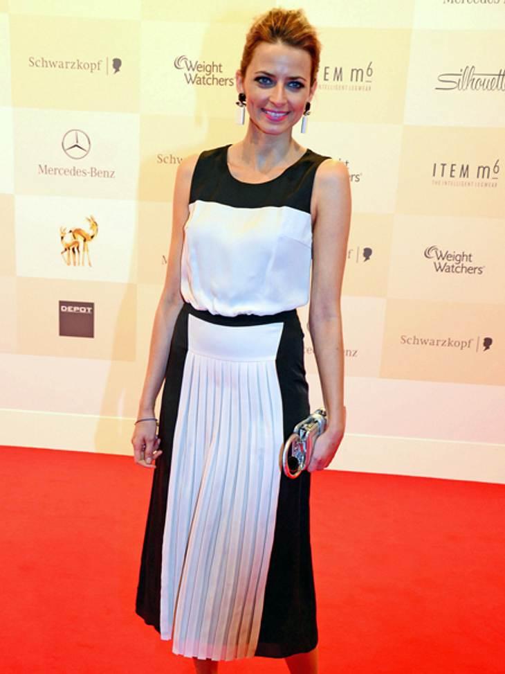 Tribute to Bambi 2012 - Der Look der StarsSchwarz-Weiß war die Devise einiger Stars an diesem Abend. So zum Beispiel auch bei Model Eva Padberg (32).