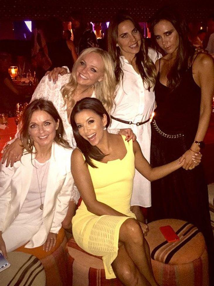Eva Longoria in Gesellschaft der Spice Girls