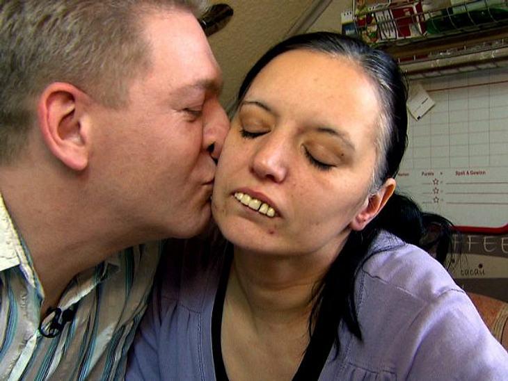 """""""Extrem Schön"""" - Vorher/NachherIhr Mann Heinz hat immer zu ihr gehalten und den entscheidenden Schritt in Richtung Veränderung getan. Er hat sich für seine Frau bei """"Extrem Schön"""" beworben. Sonja ist ihm heute sehr dankb"""