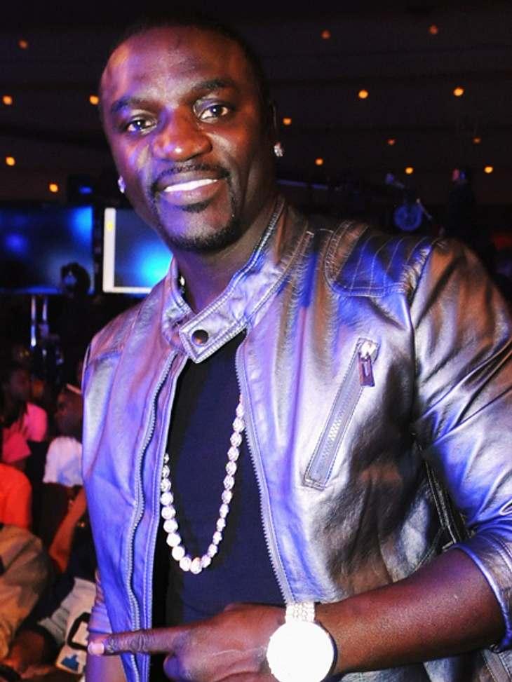 Das sind die Top 50 Stars bei FacebookPlatz 10: AKON44.208.900 LikesWas AKON auf seinem Kenya Urlaub alles erlebt? Er zeigt es auf seiner Facebook-Seite mit vielen schönen Urlaubsfotos. Zur Facebook-Seite von AKON