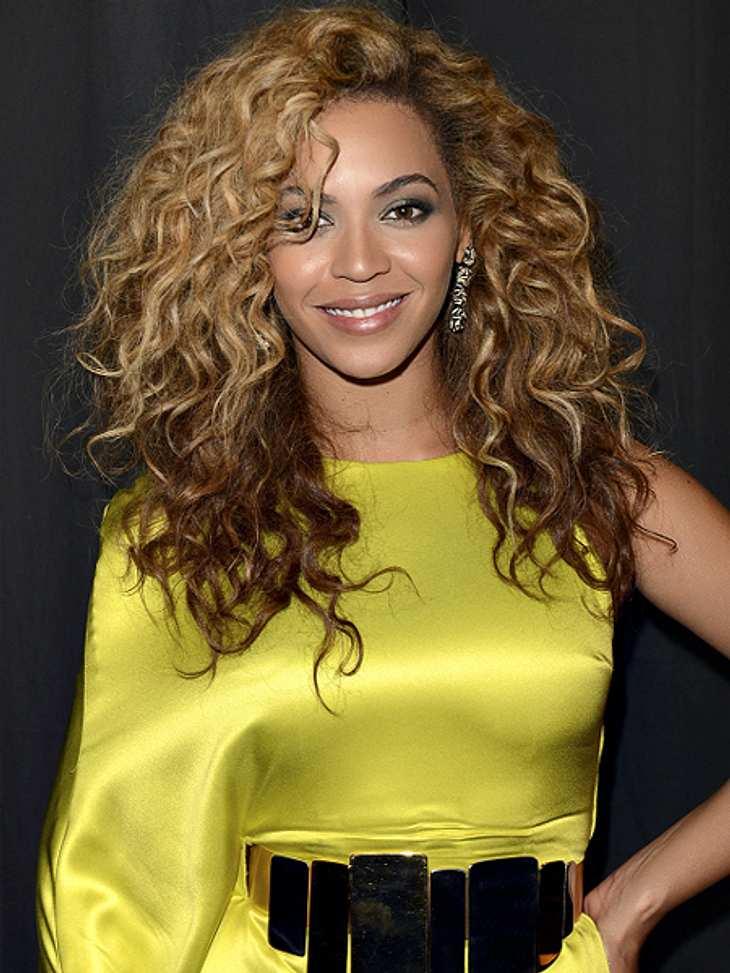 Das sind die Top 50 Stars bei FacebookPlatz 13: Beyoncé41.279.198 LikesBeyoncé ist Fannähe wichtig. Auf Facebook gibt es deshalb von der Sängerin viele persönliche Dinge zu lesen. Zum neuen Jahr postete sie ein Foto von handgeschriebenen Ne