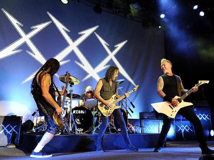 Das sind die Top 50 Stars bei FacebookPlatz 31: Metallica28.429.979 Likes Coole Konzertbilder und Live-Videos - Metallica rocken nicht nur auf der Bühne, sondern auch auf Facebook mit rund 28 Millionen Fans.  Zur Facebook-Seite von Metallic