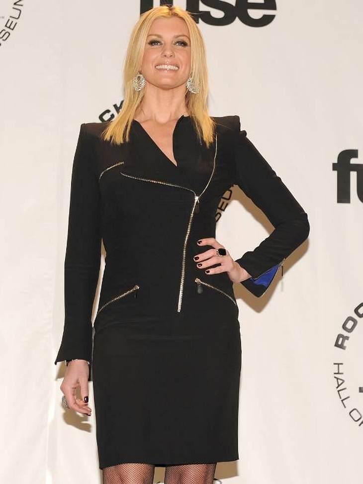 Zwei Stars, ein Kleid: Diese Stars tragen die gleichen Klamotten!Der Look von Faith Hill: Faith Hill in einem Kleid mit Zippern von Alexander McQueen, das sie sechs Wochen vor ...