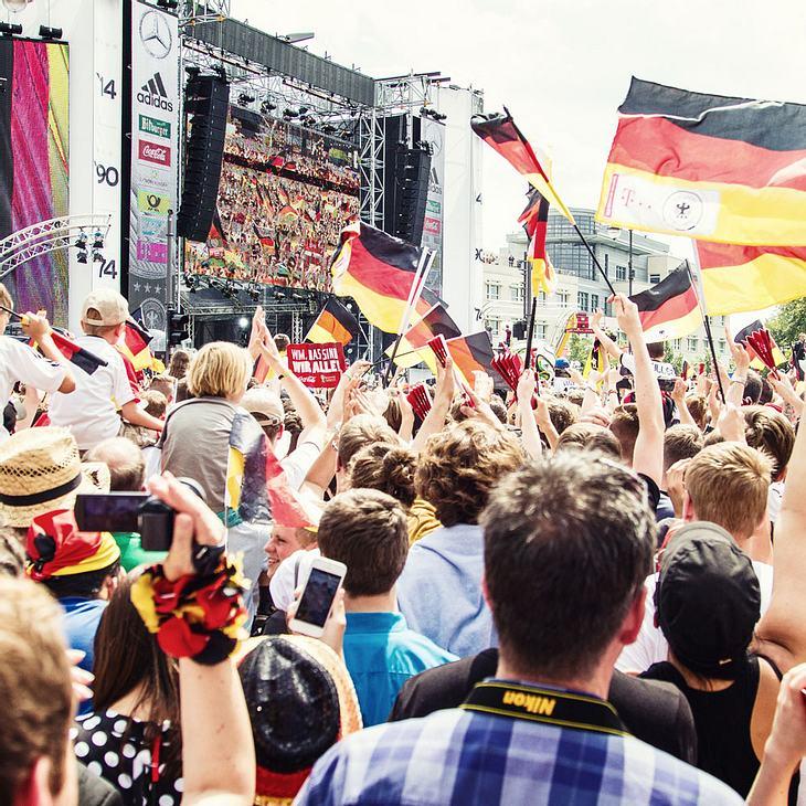 Wetter-Schock beim Public Viewing: Es drohen Mega-Gewitter beim Deutschland-Spiel!