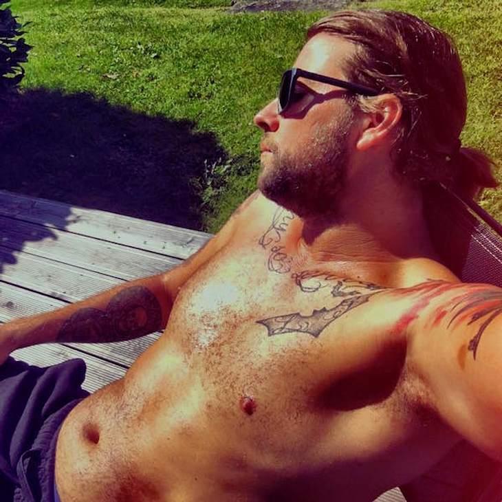 Heiß! Felix von Jascheroff genießt die Sonne