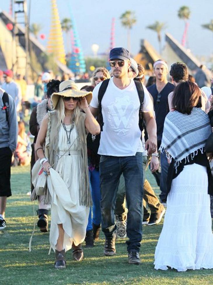 Coachella Festival 2012 Fergie (37) und ihr Lebensgefährte Josh Duhamel (39) schwer verliebt. Wie bei allen Stars ist der Hippi-Style beim Coachella Festival total angesagt.