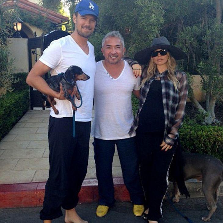 Fergie mit ihrem Mann, dem Hund und dem Hundeflüsterer