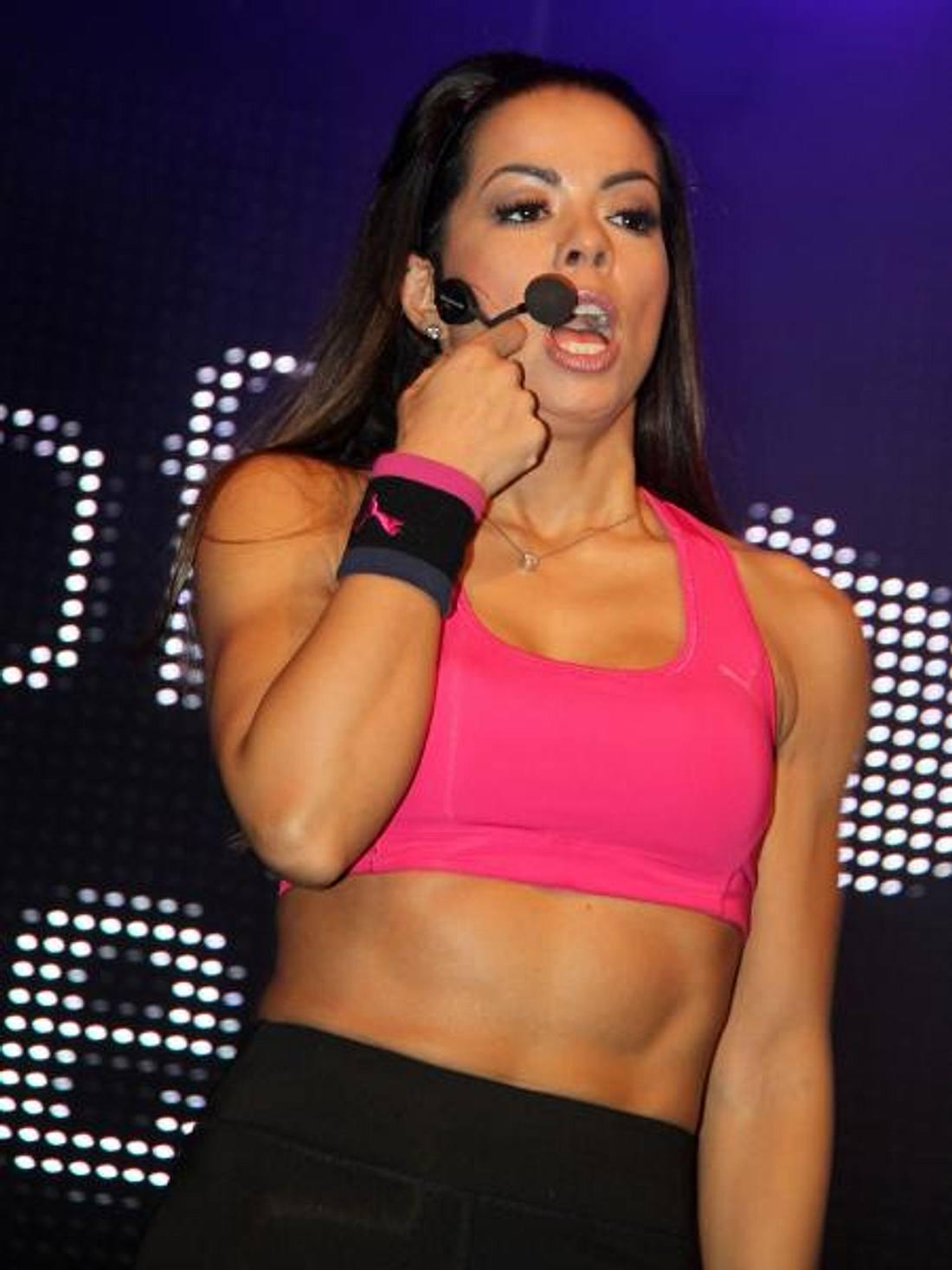 Fernanda Brandao zeigt ihren Sixpack-Bauch
