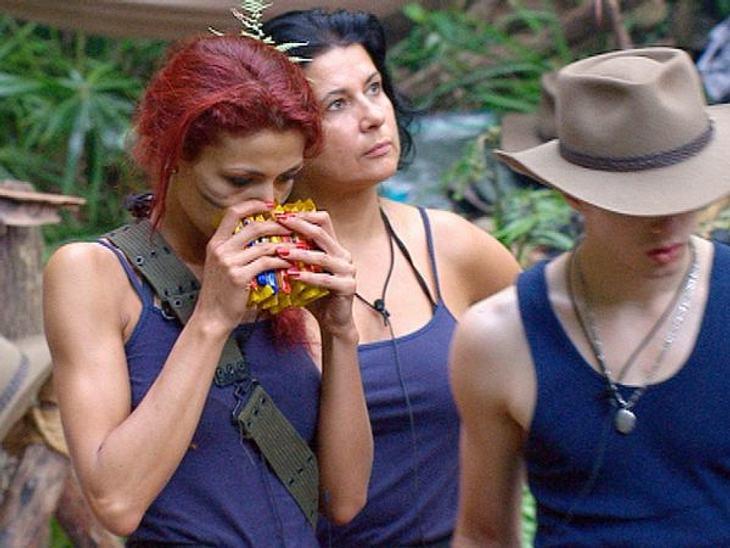 Fiona Erdmann - der Dschungel-HungerhakenReis und Bohnen: Bäh! Kekse mit Schoki inhaliert Fiona förmlich ein - zumindest tut sie so.