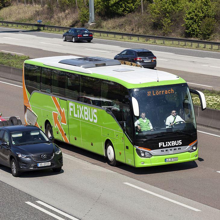 Mann randaliert im Flixbus - kurz darauf ist er tot!